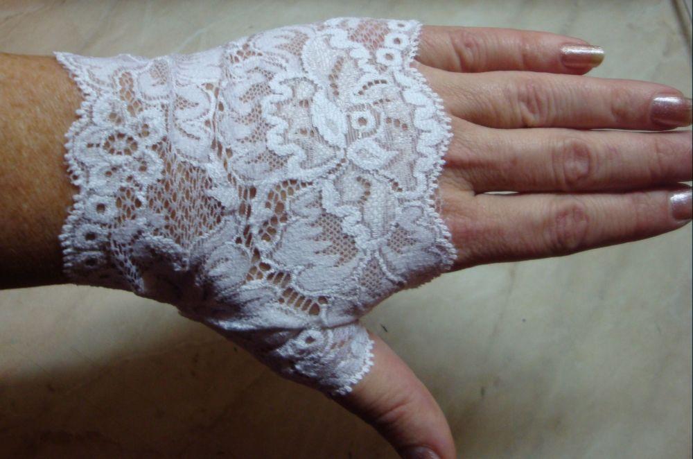 Сшить перчатки из гипюра